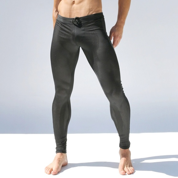 "Reebok Men/'s L NWT $55-10.5/""  Black//Neon Reflective Long Athletic Shorts"